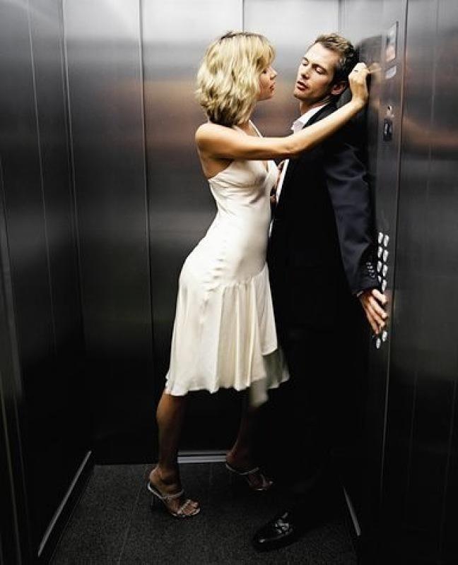 пристали к девушке в лифте видео хотят только