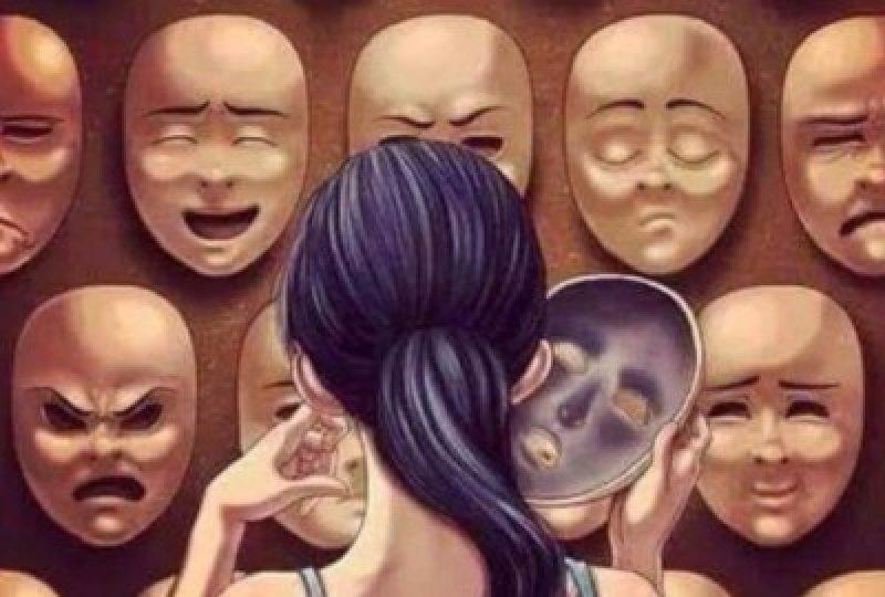 Смотреть женщина в маске ласкает себя #9