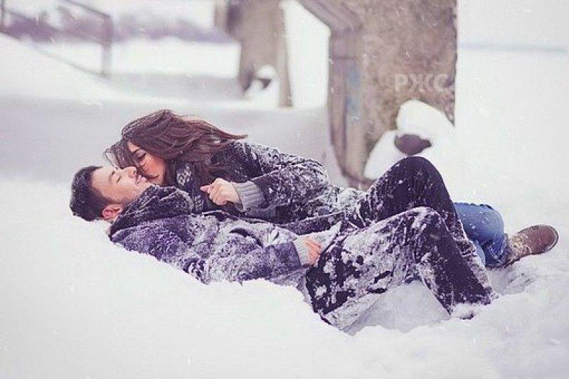 Девчонок сауну девушки валяются в снегу порно звезда